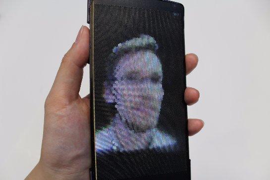 Представлен первый голографический смартфон