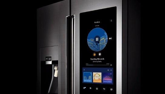 Стали известные новые подробности о холодильнике с гигантским планшетом на двери