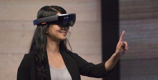 Microsoft будет самостоятельно производить свои очки виртуальной реальности